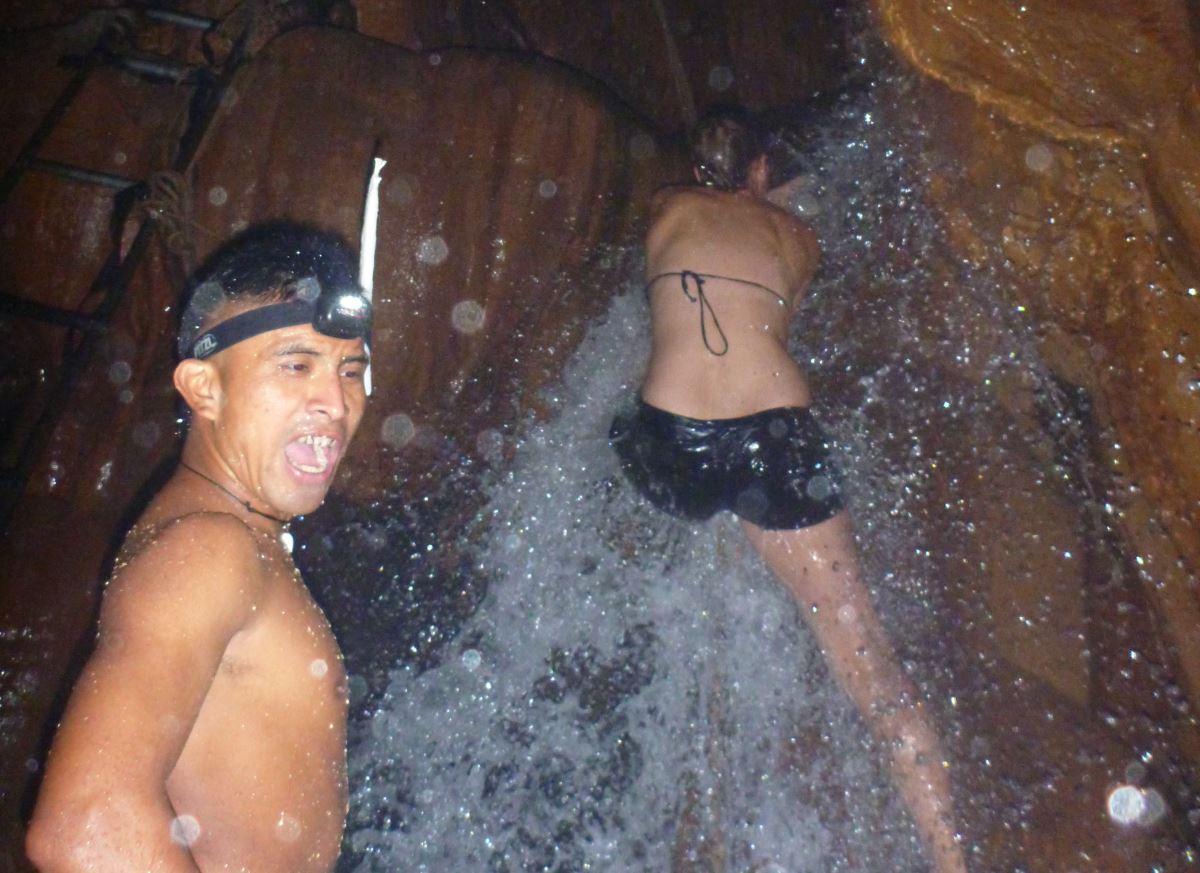 Semuc-Champey-Hoehle_Wasserfall