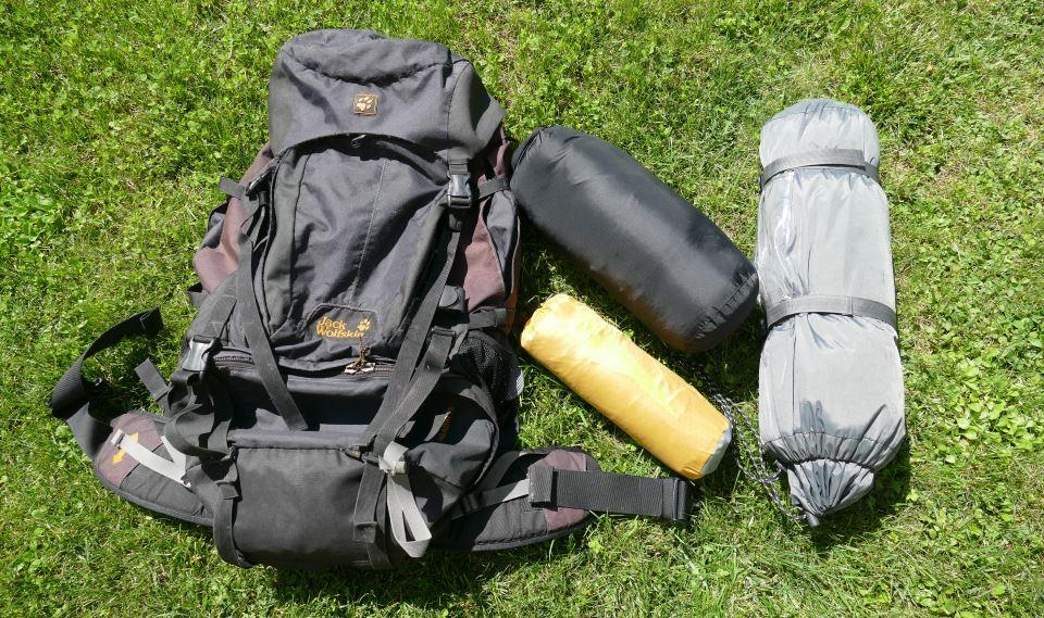 Packliste-Fernwandern-Rucksack-Isomatte-Schlafsack-Zelt