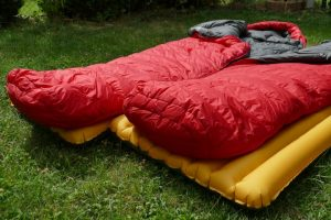 Schlafsack-Isomatte-verschiedene-Groessen